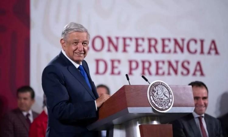 """Échenle ganas"": AMLO les dice a FRENAAA sobre mantenerse en plantón hasta 2022"
