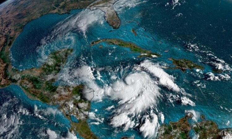 Delta cambió de trayectoria: se espera que toque tierra en Quintana Roo como un huracán de categoría 4