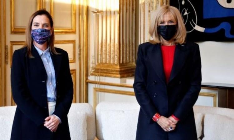 Se reúne Beatriz Gutiérrez en París con esposa de Macron y firma convenio bibliotecario