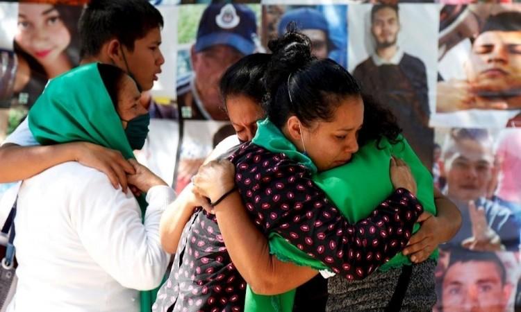Recuperan a sus hijos desaparecidos en fragmentos