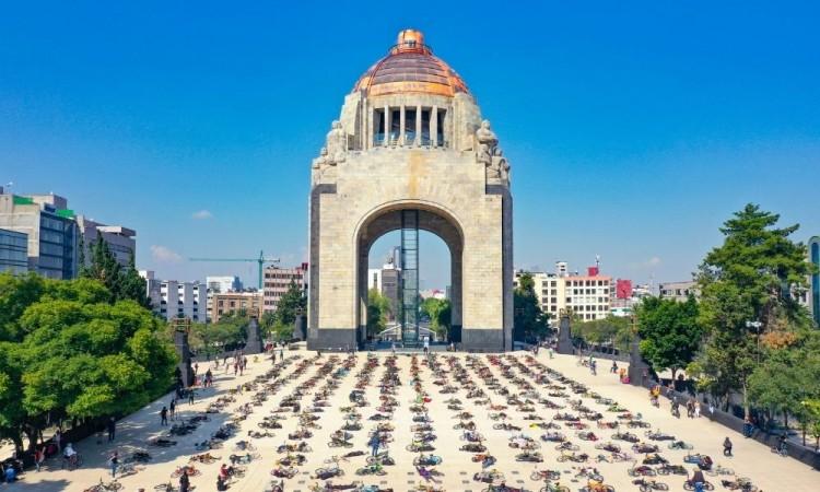 #LUTOCICLISTA: protesta en el Monumento a la Revolución por los ciclistas atropellados