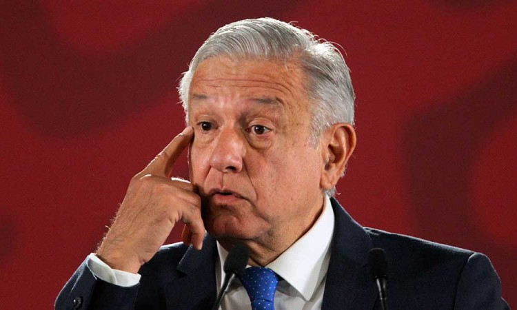 La aprobación de López Obrador baja al 59 % en octubre, según un sondeo
