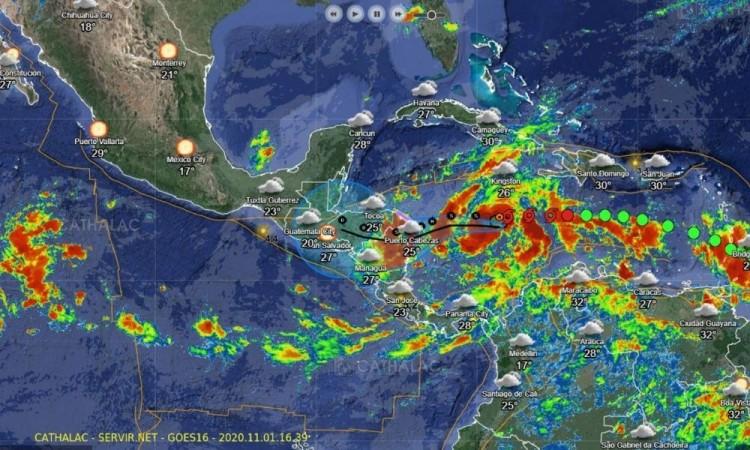 """Se intensifica """"ETA"""" a huracán categoría uno a 845 km de Quintana Roo"""