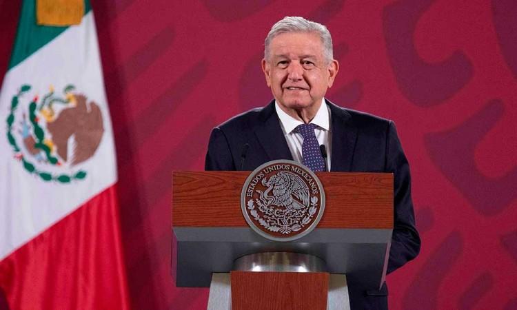 López Obrador pide aplicar la ley por los supuestos sobornos a su hermano