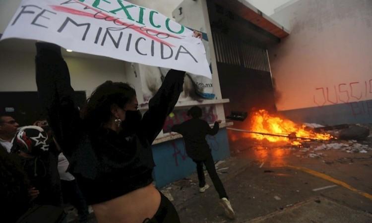 López Obrador condena represión policial en Cancún