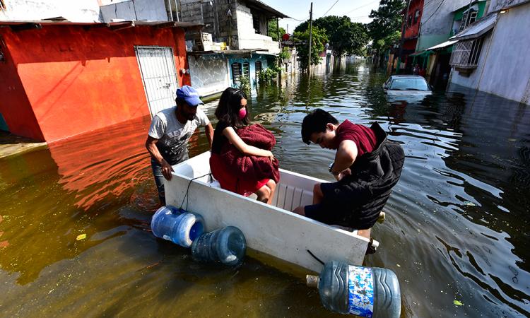 México se pone en alerta por frente frío y tormenta tropical en el mar Caribe