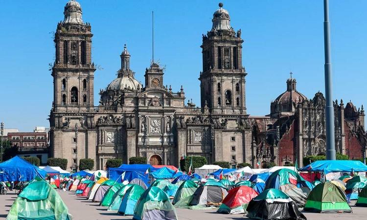 FRENNA levanta el campamento del Zócalo de México