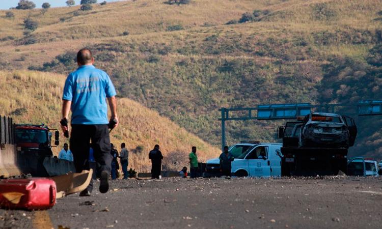 Explosión de camión cisterna de gas deja 13 muertos en Nayarit