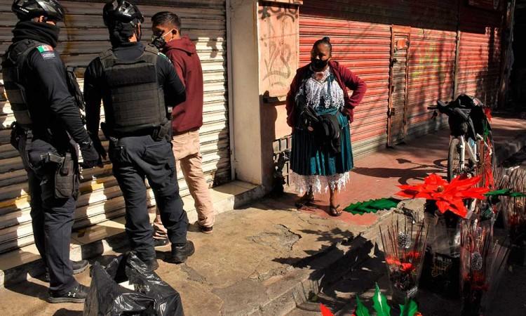 Policía de Monterrey detiene arbitrariamente a corresponsal de Proceso y EFE