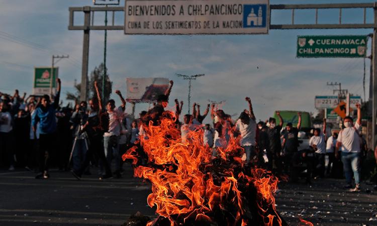 Normalistas exigen justicia por asesinato de Jorge Alexis Herrera, y Gabriel Echeverria