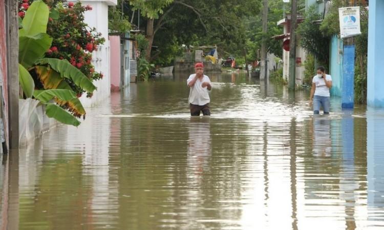 Darán 10,000 de apoyo a personas damnificadas por inundaciones en Tabasco