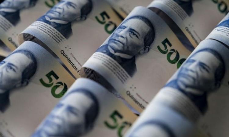 México aumenta el salario mínimo en 15 % pese a reclamos del sector patronal