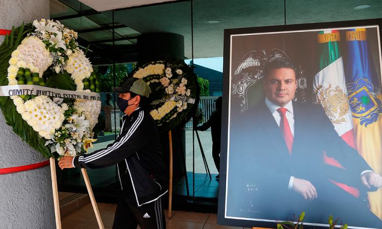 Homenaje a exgobernador de Jalisco une a políticos contra violencia