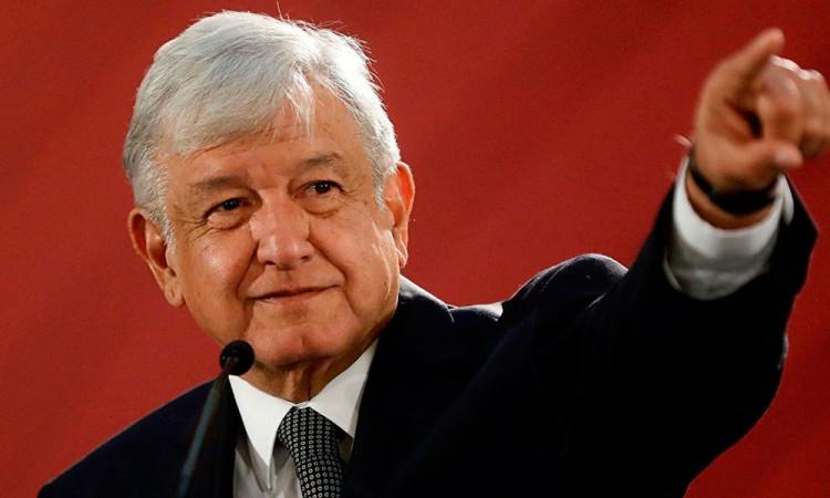 López Obrador pide a empresa de Carlos Slim acelerar la obra del Tren Maya