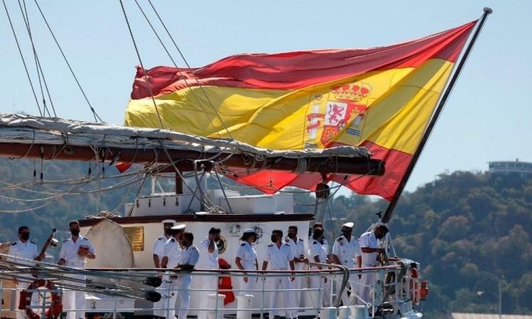 A bordo de la nave viajan 170 personas.