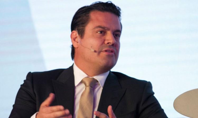 Era licenciado en Derecho por la Universidad de Guadalajara.