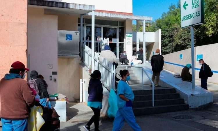 El gobierno pretende inmunizar a todos los trabajadores de la salud cuando acabe enero.