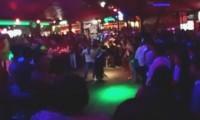 Desalojan a 400 personas de discoteca en balneario de Acapulco