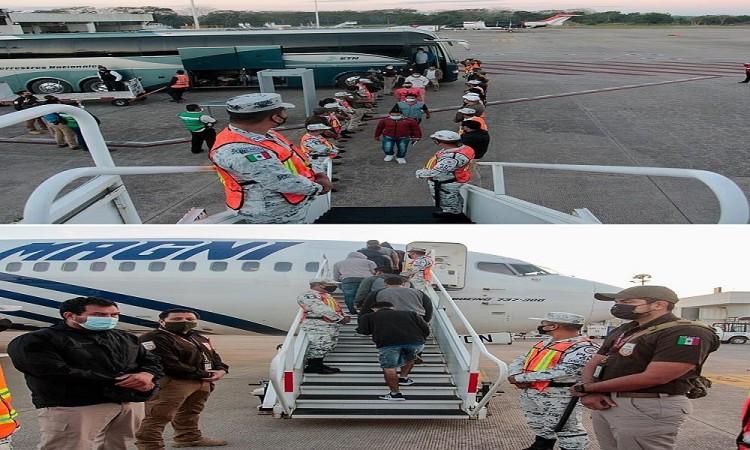 México deporta a 136 hondureños tras el avance de caravanas migrantes