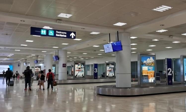 """Turistas deportados de Cancún """"por ser rumanos"""" exigen explicaciones a México"""