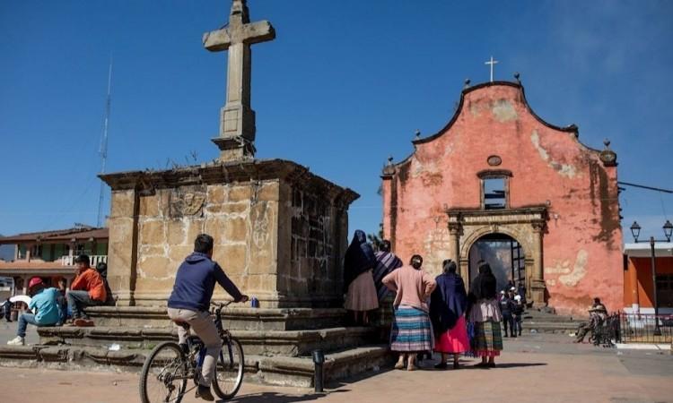 Incendio en templo novohipano en Paracho Michoacán deja incalculables daños