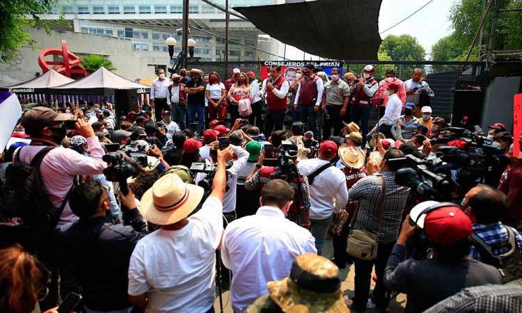 Félix Salgado arremate contra consejeros del INE