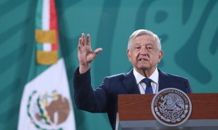 """AMLO celebra millonario acuerdo monetario con """"Rey del Acero"""""""