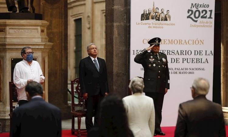 México celebra el Cinco de Mayo en pleno luto nacional por tragedia del metro