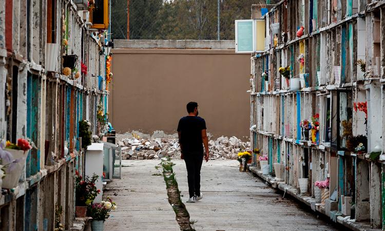 Los cementerios mexicanos ven la luz al final del túnel de la pandemia