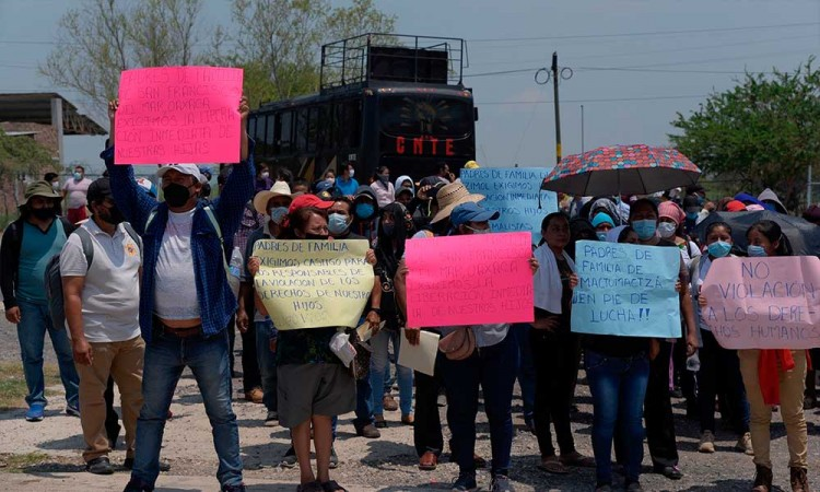 Estudiantes, maestros y activistas continúan protesta para exigir liberación de 95 alumnos en Chiapas