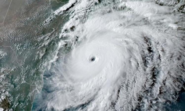 La tormenta tropical Ana continúa su avance por el Océano Atlántico