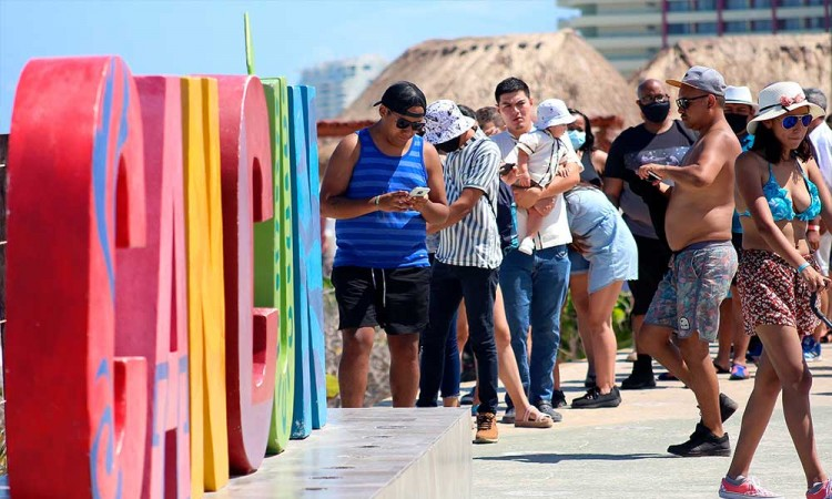 Cancún afronta tercera ola de contagios por covid-19