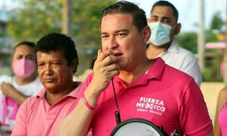 Después de haber sufrido un atentado, el candidato José Alberto Alonso encabezó una marcha pacífica