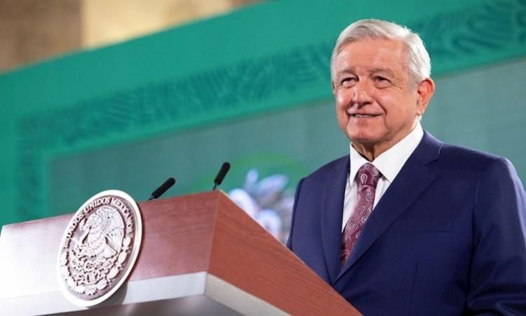 """López Obrador llama a mexicanos a salir a votar """"sin miedo"""" pese a violencia"""