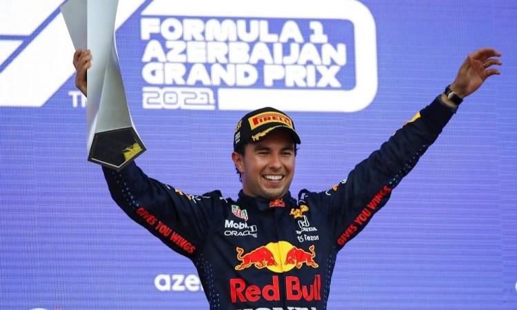 Checo Pérez ganó el Gran Premio de Azerbaiyán en final de infarto