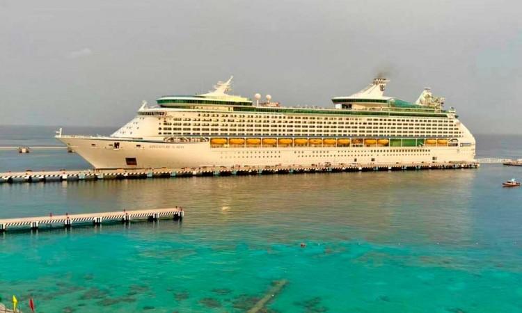 Arriba el crucero Adventure Of the Seas en Cozumel, tras un año del cierre de puertos por la pandemia