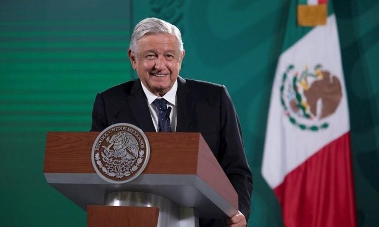 AMLO minimiza repunte de Covid-19 y muertes de vacunados en México
