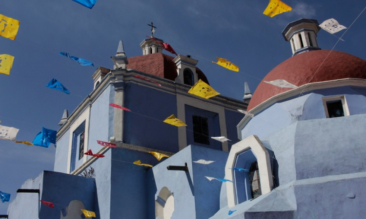 Retoman barrios poblanos tradición del Viacrucis