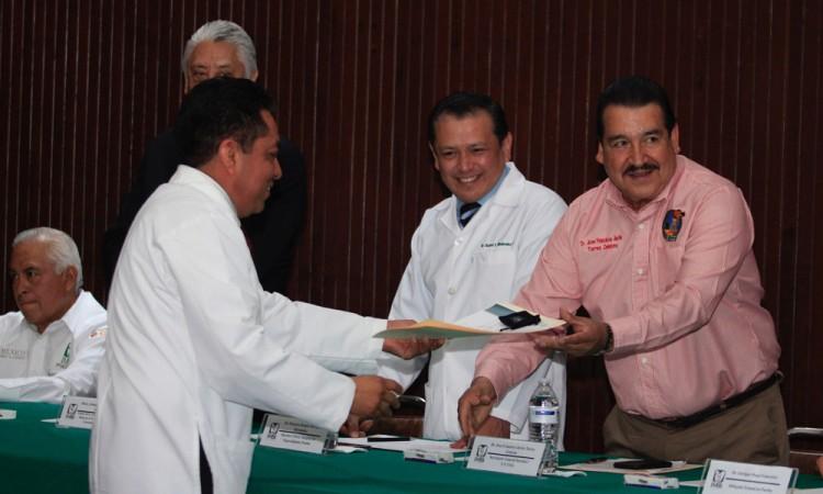 Escasean especialistas en sector Salud