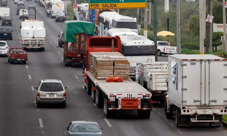 Registran carreteras poblanas 3 robos al día