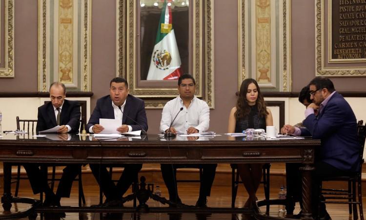 Presentan diputados iniciativas sin aporte social