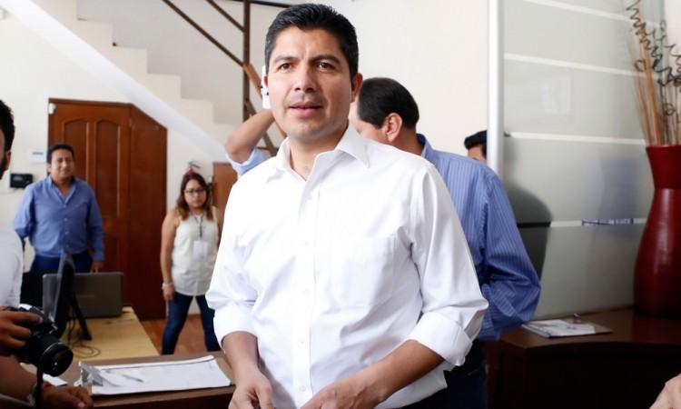Hará Eduardo Rivera gira proselitista pese a inhabilitación
