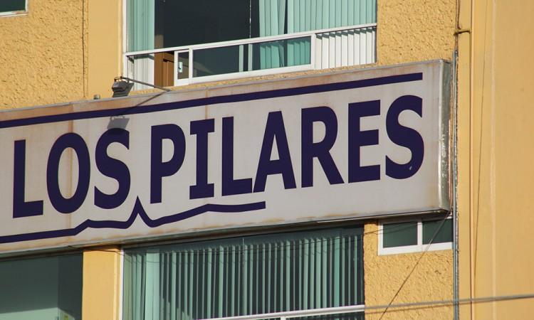 No respetan calles, ni casas,  pasan y tiran su basura: vecinos de Los Pilares