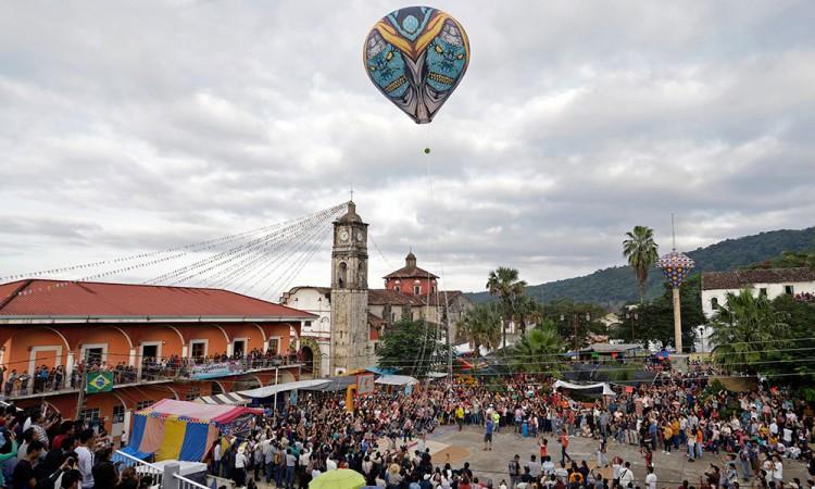 [Galería] Tuzamapan se viste de arte con globos de papel