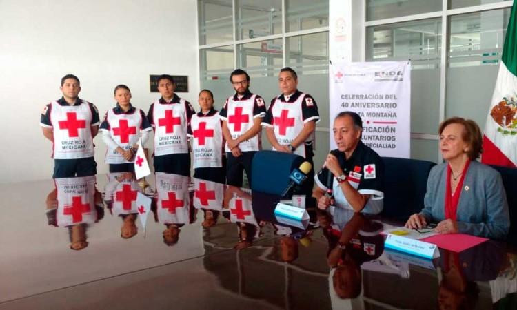 Celebran 20 años de especialistas de Alta Montaña de Cruz Roja