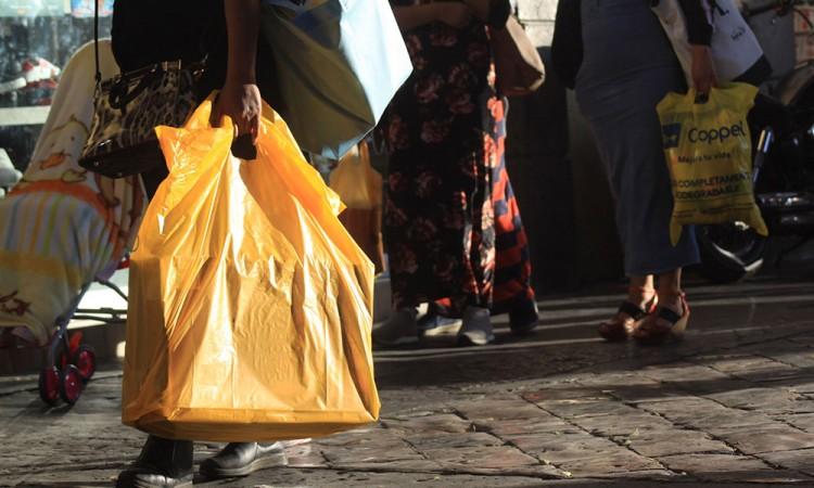Incumplen mandato de uso de plásticos
