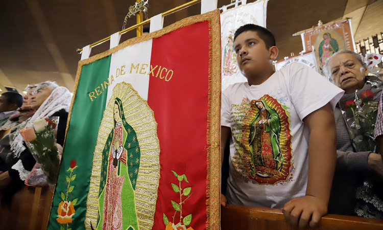 Salud y trabajo, peticiones de peregrinos poblanos a la Virgen
