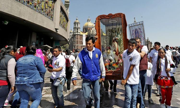 Salud y trabajo piden peregrinos poblanos a la virgen