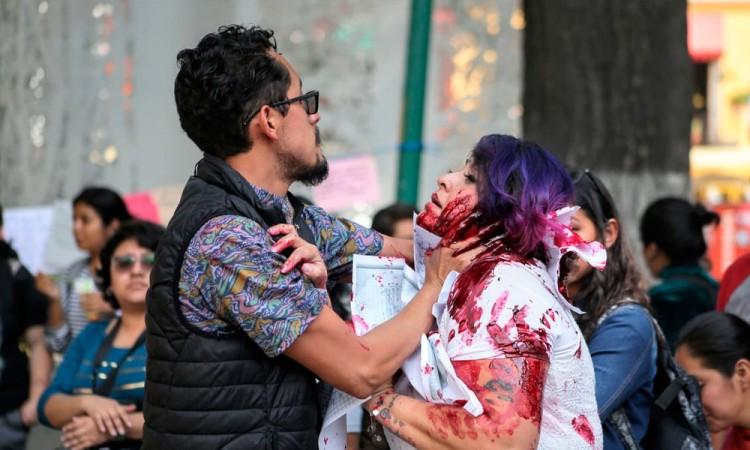 """Si te pega no te ama"": mujeres exigen freno a feminicidios"
