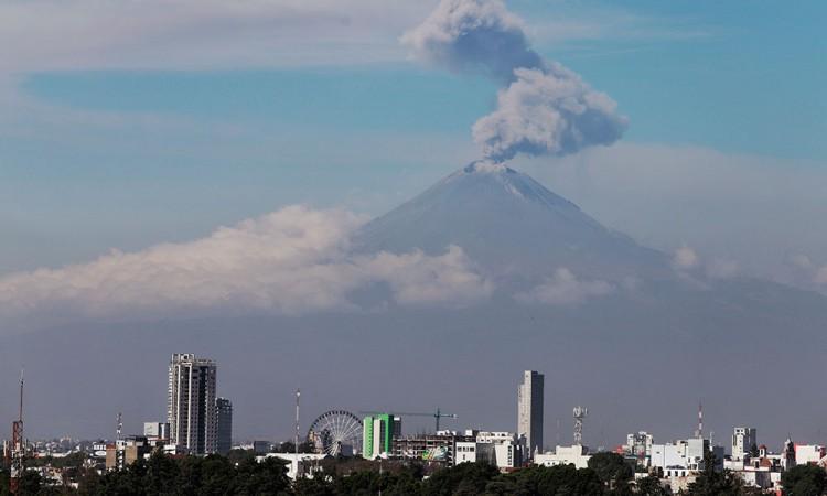 Registran tres explosiones del Popocatépetl este sábado